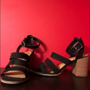 Brash Woman's Chunky Black Velvet Sandal